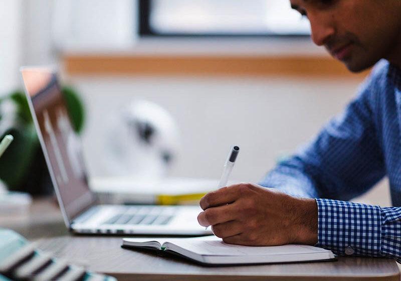 ¿Cómo contribuye la digitalización al sector educativo?